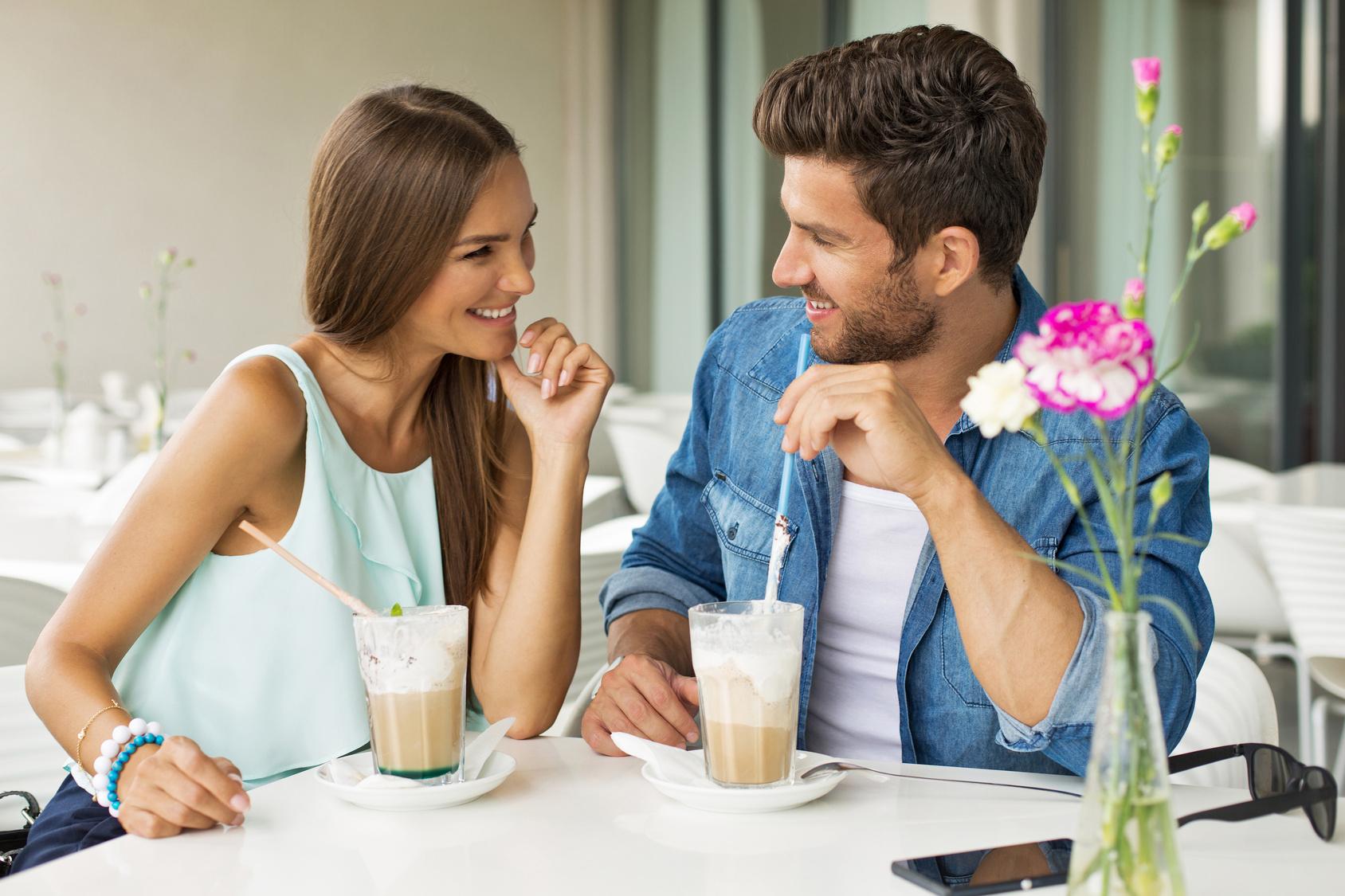 Как вести себя на свидании в кафе или ресторане