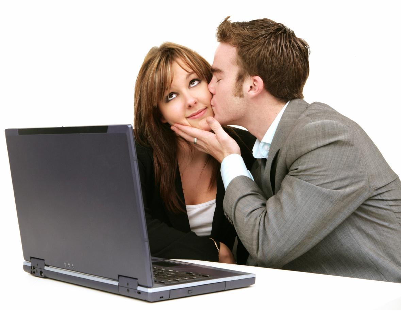 Что делать, если начальник в вас влюблен?