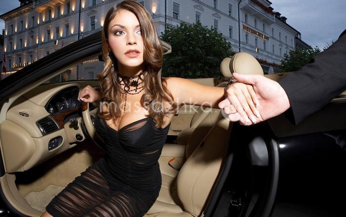 Шаблон для фотомонтажа - за рулем в дорогом автомобиле